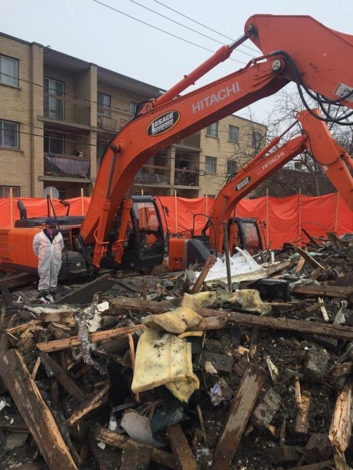décontamination excavation avec des grues