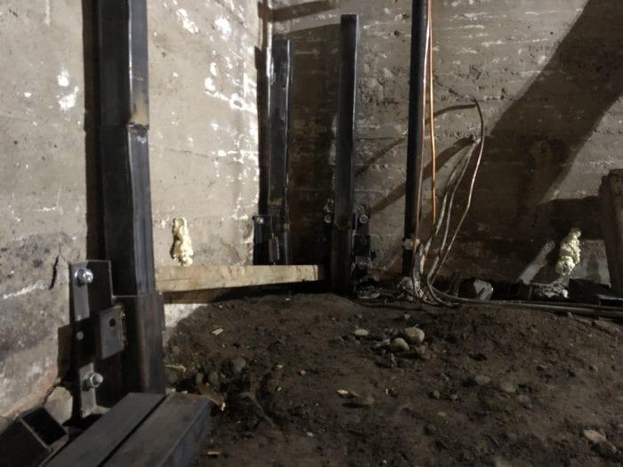 pieux de fondation à l'intérieur d'une maison